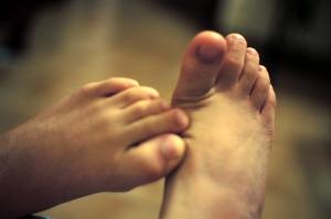 Zarůstání nehtů postihuje dospělé i děti.