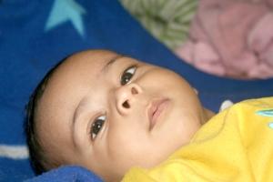 Děti postižené meningitidou bývají ospalé a dezorientované.