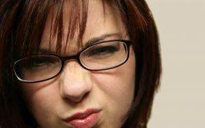Hořkost v ústech je nepříjemný pocit, který může signalizovat celou řadu zdravotních problémů.