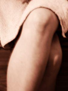 Artróza kolenního kloubu postihuje častěji ženy než muže.